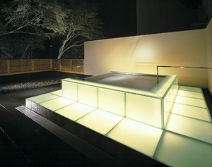 Open-air bath of light