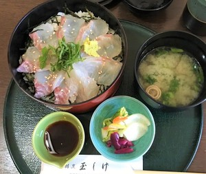 It is full of sea breams! Sea bream bowl which is recommended to this