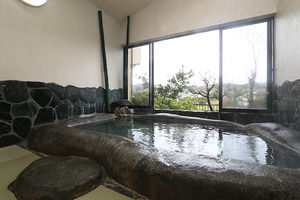Source huge stone bath full of excellent hot water, Umeki hot spring of nakaizu