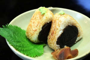 "*manhameibutsu ""shiitake grilled rice ball"""