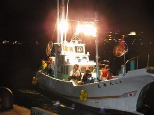 "It is GO! in ""tobiuosukui"" to the sea night on fishing boat"