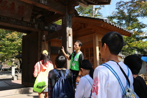 We have you show around hot-spring resort free if you make a reservation