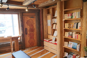 """The collection of books that adjacent """"library of trip"""" is Izu-related in the Nagakura Bookstore head office is the best in Izu"""